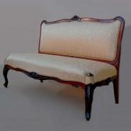 Реставрация антикварного дивана