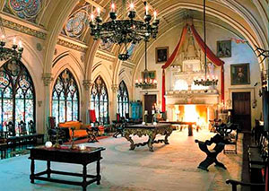 Зал с готической мебелью