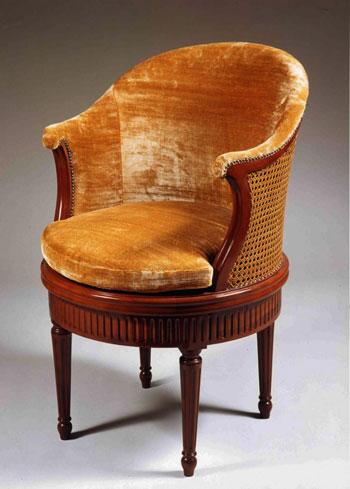 Старинное кабинетное кресло 18 века