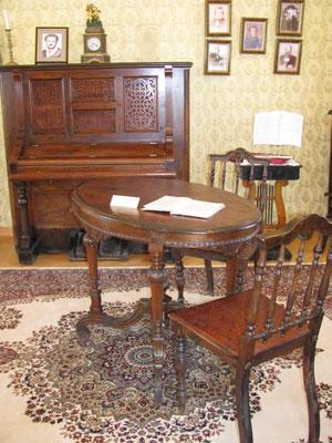 """Реставрационная мастерская """"Интарсия"""" Основные принципы современной реставрации деревянной и фанерованной мебели"""