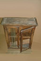 Реставрация подвесного шкафа 20 века